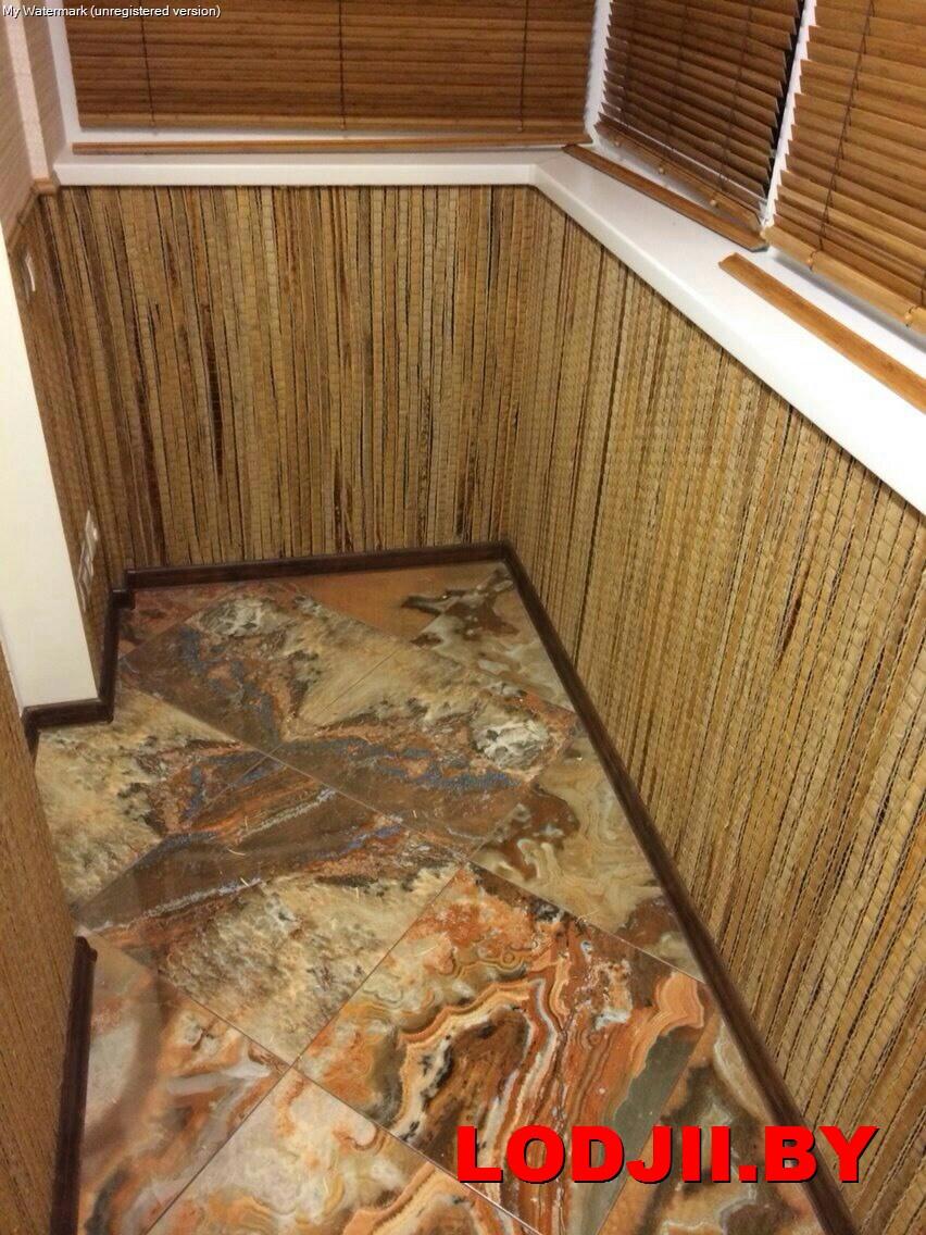 Отделка балкона бамбуковым полотном.