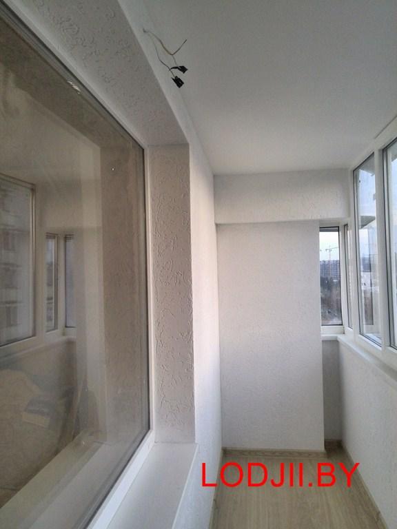 Отделка балкона штукатуркой.